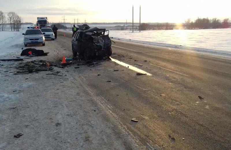 В Башкирии на трассе Уфа-Оренбург произошло смертельное столкновение двух легковушек